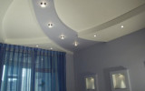 Оформление дизайна с использованием встроенных светильников