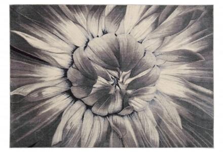 серый ковер с цветком