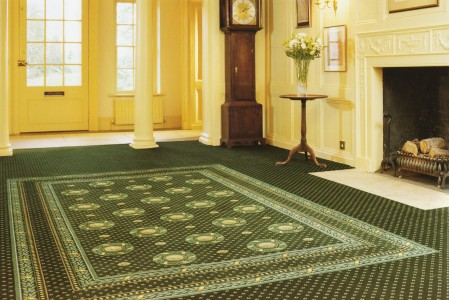 зеленое ковровое покрытие