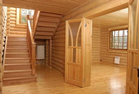 деревянный пол в деревянном доме