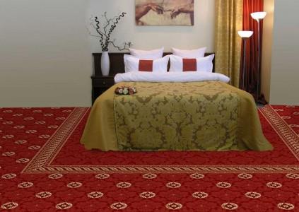 красный ковролин в спальне