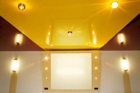 жёлтый натяжной потолок