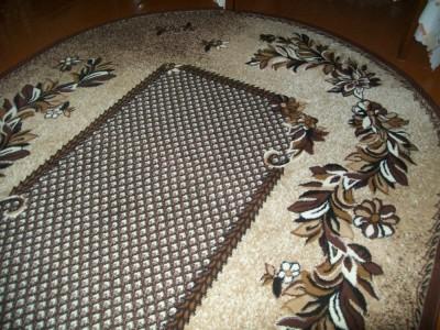 светло коричневый ковер с узором