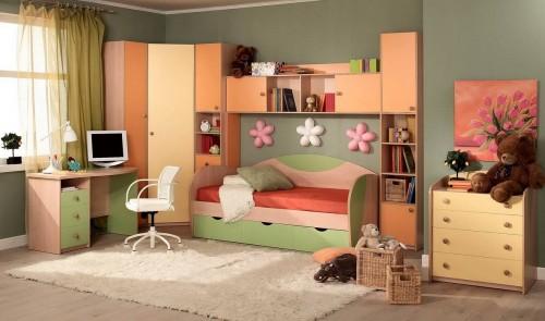 детская комната с мебелью и ковром на полу