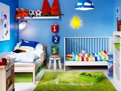детская комната с зелёным ковром