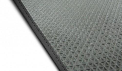 серый прорезиненный ковёр