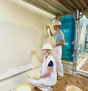 накладывание штукатурки на стены дома
