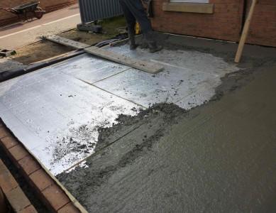 выравнивание бетонного пола после заливки