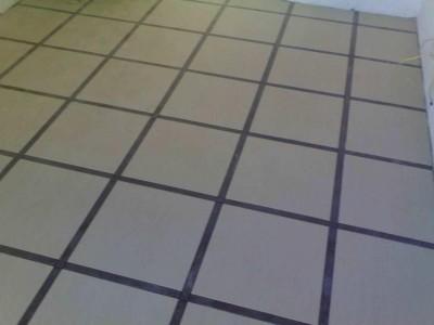 наполная плитка квадратами