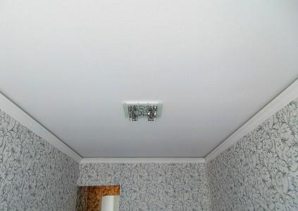 ПВХ пленка или тканевый натяжной потолок?